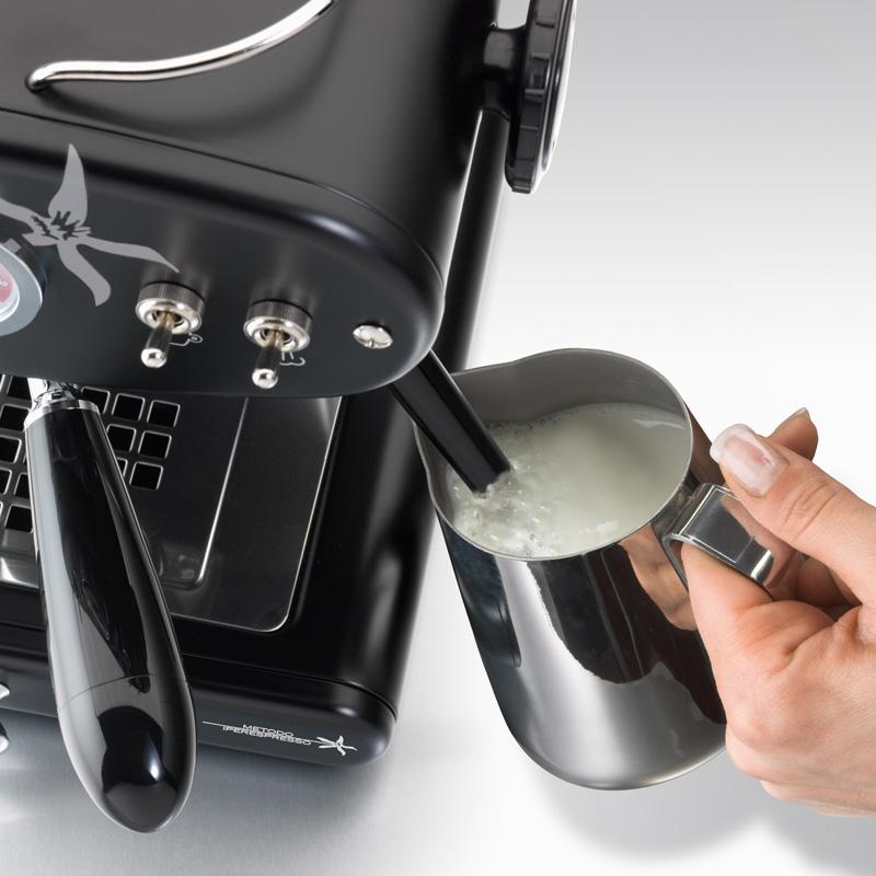 Priprava penjenega mleka za kapučino