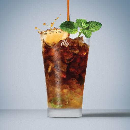 Koktajl Coconut Mojito s hladno varjeno kavo illy Cold Brew